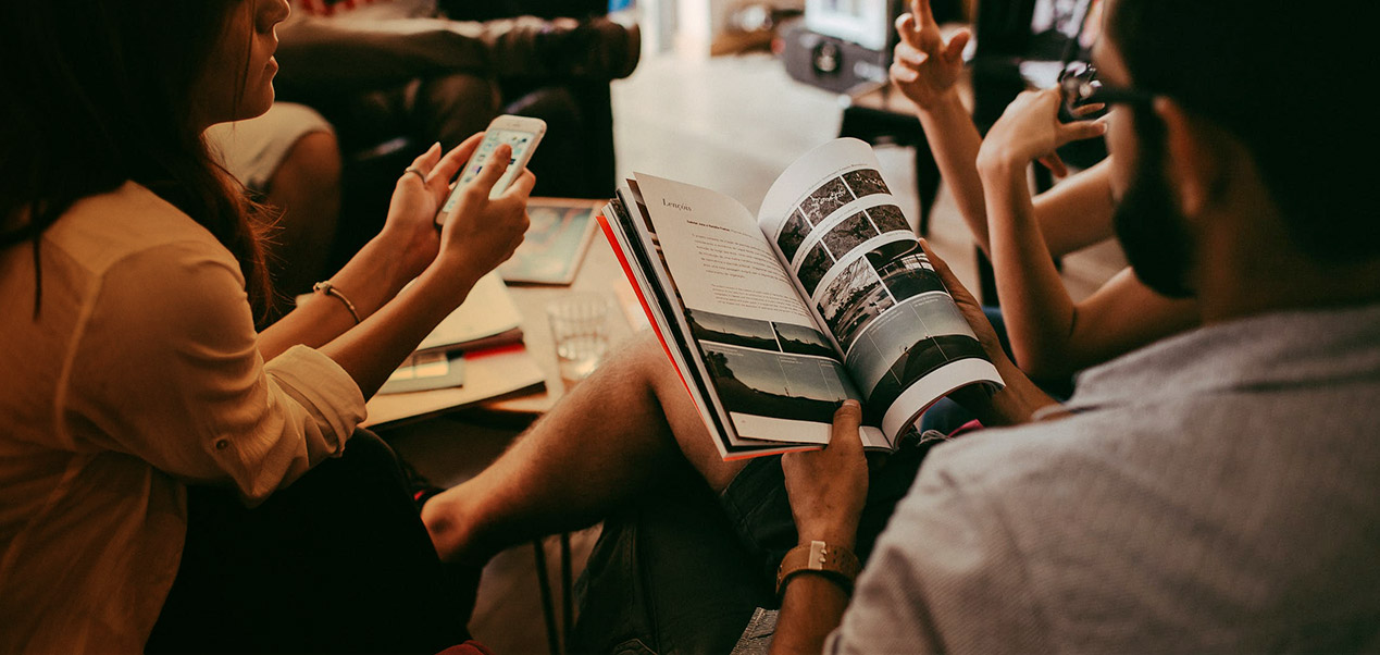 Bonus Pricing Slider Peoples talking reading magazine paper Iphone